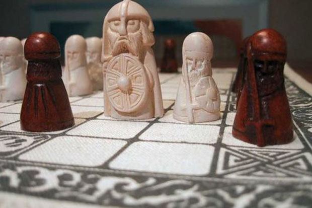 Learn to play Hnefatafl