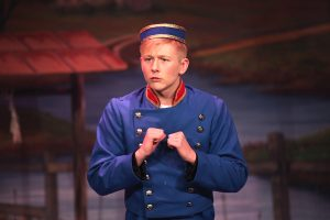 Lewis Pryor as Buttons